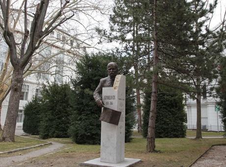 Párkányi Péter szobrát avatták Bécsben