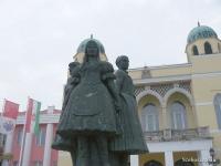 Martinelli Jenő: A három leány szobra