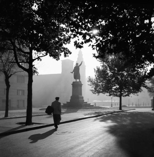 Chochol Károly: A Petőfi szobornál